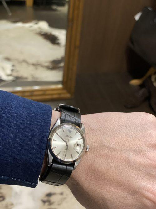 チルコロのストレッチジャケットと時計のコーディネート